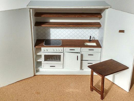 Küche im Puppenhaus-Schrank