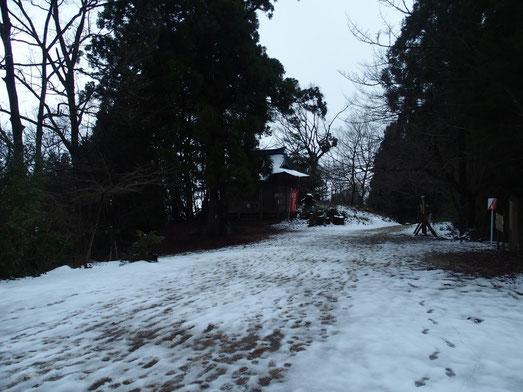 室堂まで登って来ると今冬初めての雪景色でした。
