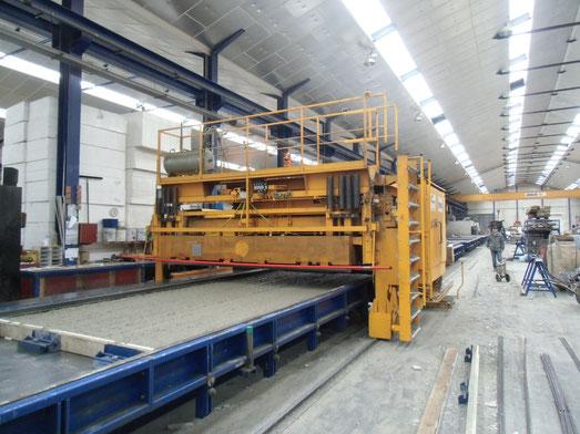 Betonmaschinen gebraucht: Bahnfertigung mit Betonverteiler