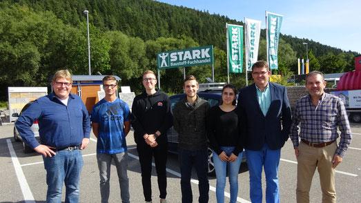 von links nach rechts: Michael Stark (GF), Linus Feger, Joel Wolfsperger, Leonardo Fusco, Selinay Karasoylu, Christian Stark (GF), Martin Kienzler (Personalleiter)