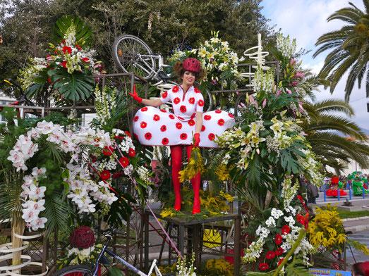 Miss ellies reise blog: Frankreich Städtereise, Karneval in Nizza, Blumenkorso