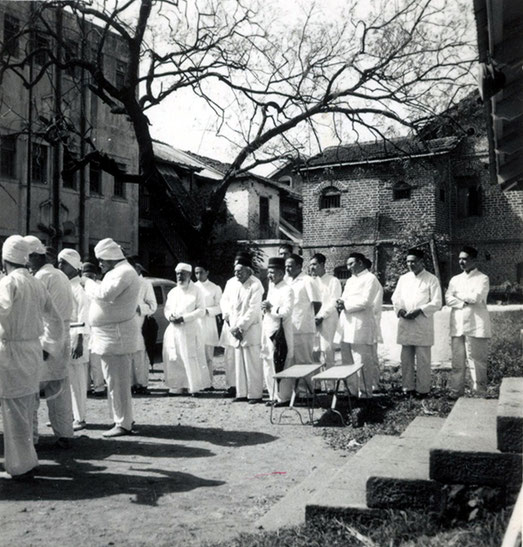 Pappa Jessawala's funeral, Poona, India 1959. Eruch possibly standing on the far right. Courtesy of the Jessawala Collection - AMB Archives, Meherabad, India.