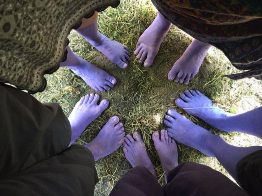 Unser Erkennungszeichen beim Fest waren unsere lila Füße :-)