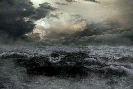 Dans la Bible, la mer, caractérisée par le mouvement, l'instabilité, l'agitation et le vacarme de l'eau, est associée à l'humanité agitée et éloignée de Dieu, aux nombreux peuples, nations, masses agitées des humains d'où sont tirés les gouvernements.