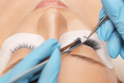Arbeitsweise einer Wimpernverlaengerung