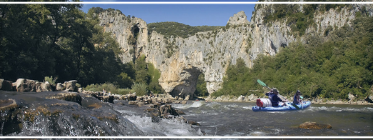 Descent in cano kayak is the best way to discover Ardeche Canyon (Les Gorges de l'Ardèche)