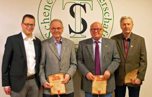 Vorsitzender Mirco Sobek ehrte  Klaus Soltau, Knud Voss und Hans-Otto Boie für ihre 70-jährige Mitgliedschaft.