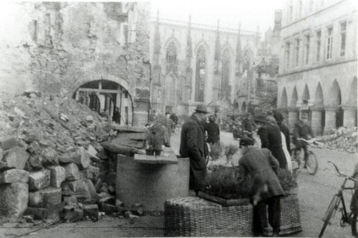 Blick auf den Prinzipalmarkt Herbst 1944 - Sammlung Stoffers (Münsterländische Bank Thie - Stadtarchiv)