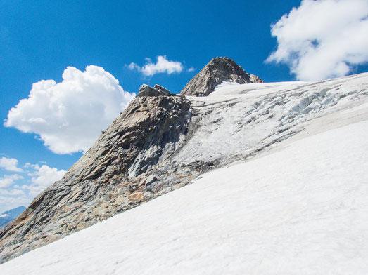 Einsam, mitten im Nirgendwo, von Gletschern umgeben, steht die Hollandiahütte