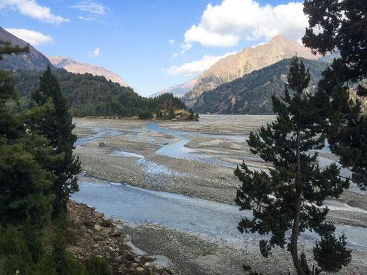 Der Kali Gandaki  - zu Monsun Zeiten ist der Fluss rießig