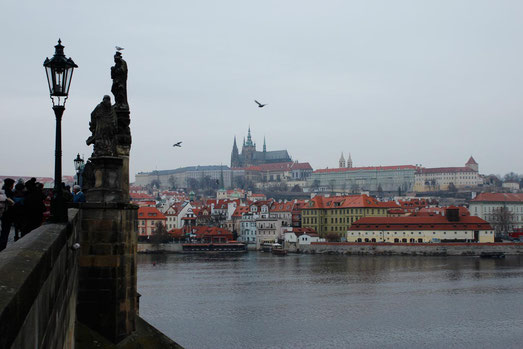 Karlsbrücke Prag mit Prager Burg, Skyline Prag