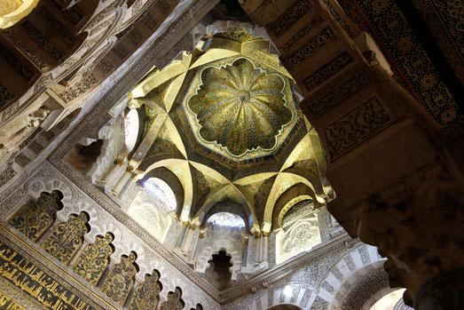 Eine himmelhohe Goldkuppel im islamischen Teil der Mezquita