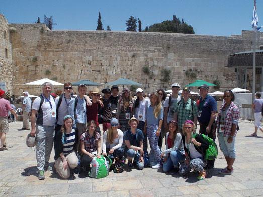 Füchse Volleyball Jugend an der Klagemauer in Jerusalem