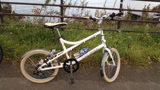 秋に自転車を買い、札幌から小樽まで行ってきました。こんなに小さいのに遠くまで行ける自転車ってすごい!でも、もう寒くて乗れません(-_-;