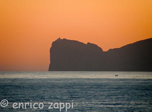 Il promontorio di Capo Caccia al tramonto, visto da Alghero