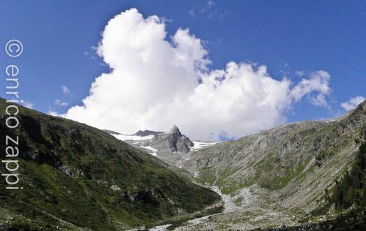 Il Monte Mesule da dove scende uno dei torrentelli che alimentano il lago Neves
