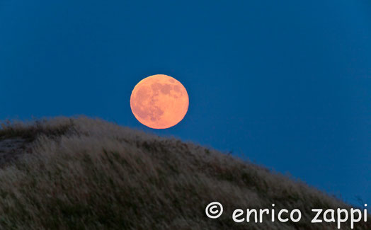 23 giugno 2013- La Luna Rossa dalla Valle del Vento.
