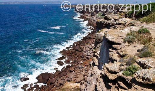 Isola di Sant'Antioco: scogliera nido dei Passeri (Calasetta)
