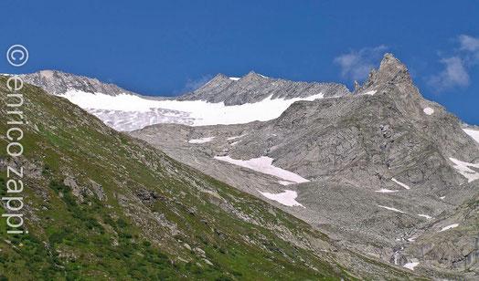 I monti che coronano il Lago di Neves