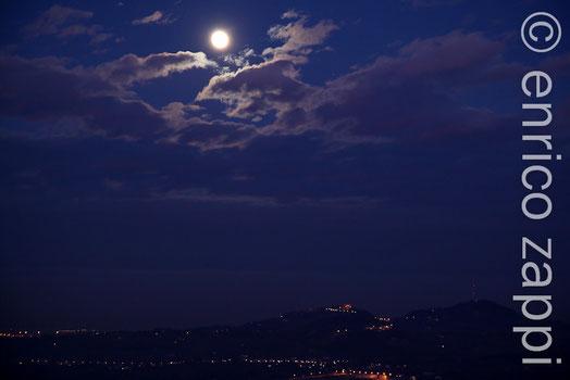 Chiaro di Luna su Bertinoro da Meldola.