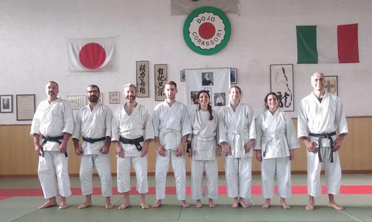 I quattro neo-shodan ritratti al termine della prova d'esame assieme ai rispettivi dojo-cho ed a Stefano Di Carlo Shihan in rappresentanza della commissione d'esame.