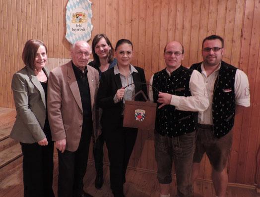 von links nach rechts: Angelika Kniesl, Horst Oschmann, Kassier Simone Steiner, Diana Tielman, 1. Vorstand Gerhard Beck und 2. Vorstand Patrick Schmid