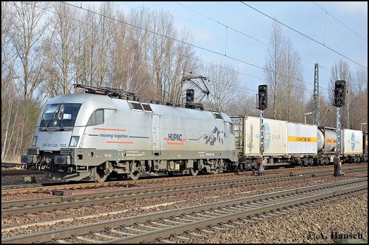 Am 18. Februar 2015 zieht 182 602-3 ihren Güterzug durch Leipzig-Thekla