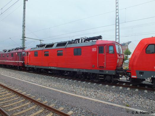 Am 8. Juli 2014 hängt 180 018-4 in einem Zug aus gleich 4 Lokomotiven. 185 394-4 und 185 291-2 ziehen den Güterzug. 180 018-4 und 180 006-9 werden als Wagenloks mitgeführt