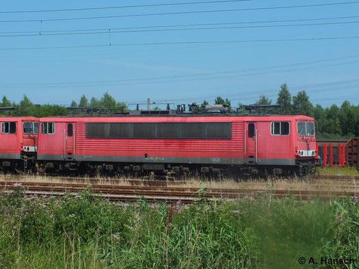 22. Juli 2014: 155 221-5 steht z-gestellt in Rostock Seehafen und wartet auf ihr Schicksal. Meistens heißt das leider Schneidbrenner
