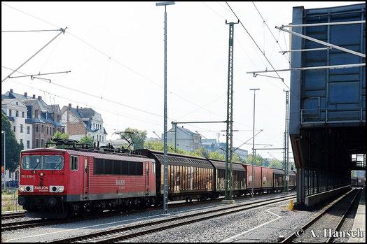 Der samstägliche EZ 52814 ist meistens mit Drehstromlokomotiven bespannt. Ab und an kann man aber auch eine BR 155 an der Leistung sehen, wie hier am 6.September, als 155 038-3 den Zug durch Chemnitz Hbf. zieht