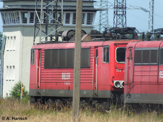 Von weitem entstand am 22. Juli 2014 in Rostock Seehafen auch eine Aufnahme der z-gestellten 155 154-8