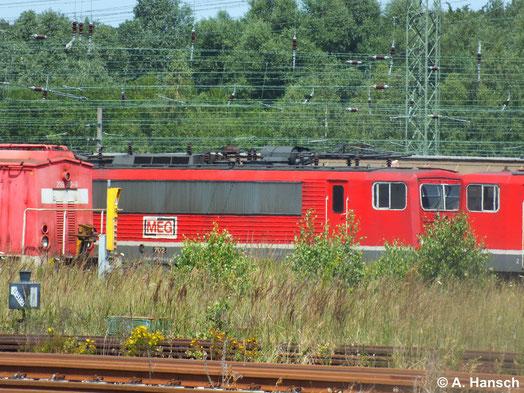 155 179-5 (MEG 702) steht hinter 155 046-6 (MEG 708) in Rostock Seehafen (22. Juli 2014)