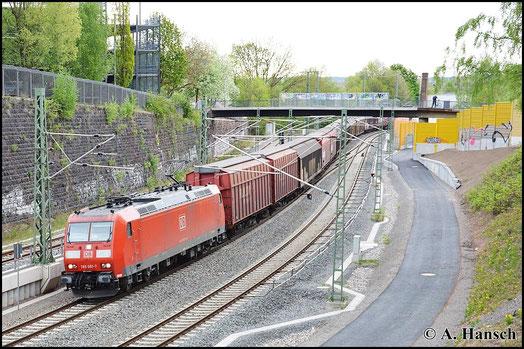 Am Morgen des 5. Mai 2015 bringt 185 081-7 den GA 52804 durch Chemnitz Hbf.