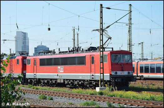 155 230-6 (MEG 707) hat am 10. Oktober 2015 drei MEG 143er am Haken. Als Lokzug ist die Fuhre in Leipzig Hbf. abgestellt