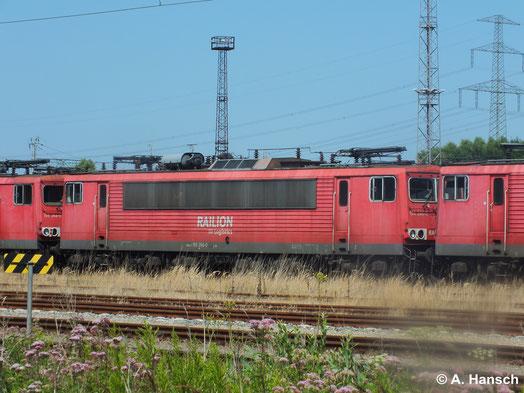 155 266-0 steht am 22. Juli 2014 in Rostock Seehafen z-gestellt