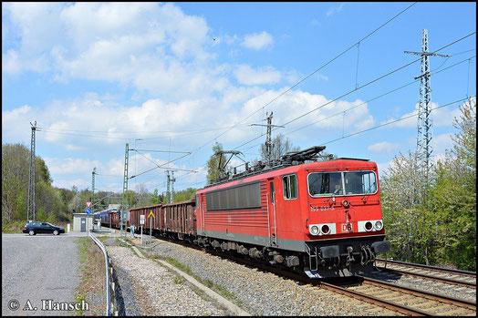 Am 2. Mai 2015 zieht 155 037-5 den über Chemnitz umgeleiteten EZ 52523. Bei bestem Licht erlegte ich die Fuhre am ehemaligen Abzweig Furth kurz vor Chemnitz Hbf.