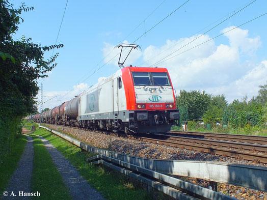 Dresden Stetzsch ist mittlerweile ein sehr beliebter Fotopunkt, wohl auch wegen des dichten Güterverkehrs. Am 13. August 2013 passiert ITL 185 650-9 mit Kesselwagenzug den Hp Dresden Stetzsch