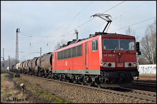 Fast 2 Jahre später, am 18. Februar 2015 kommt die Maschine mit den moderneren Rechteckpuffern daher. Hier zieht sie einen Kesselwagenzug durch Leipzig-Thekla