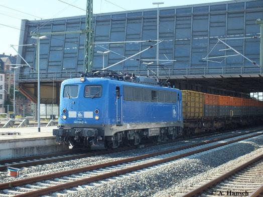 Auch am Kokszug Bad Schandau - Glauchau ist 140 834-3 (PRESS 140 042-4) derzeit desöfteren zu sehen, wie hier mit dem Leerzug am 17. August 2013 bei der Durchfahrt durch Chemnitz Hbf.