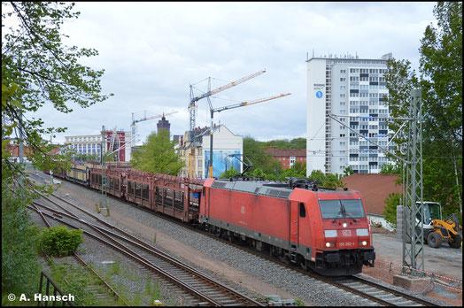 185 282-1 zieht am 26. Mai 2021 den GA 47337 durch den Hp Chemnitz-Süd gen Dresden