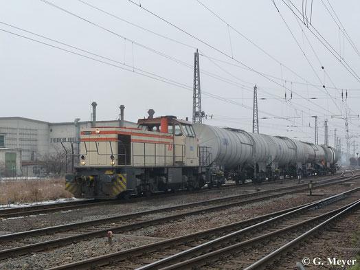 """Bei der Werklok 1 der Stickstoffwerke Piesteritz handelt es sich um eine MaK G1205. Am 16. Februar 2013 rangiert die Lok mit dem Funknamen """"Stiefel 31"""" in Piesteritz/Luth. Wittenberg"""