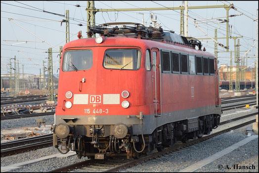 """115 448-3 trägt die für einige E10 charakteristische """"Bügelfalte"""" in der Lokfront. Am 18.Februar 2015 wird die Lok vom letzten Tageslicht im Vorfeld des Leipziger Hbf. in Szene gesetzt"""