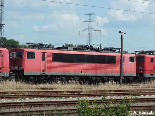 155 139-9 ist eine von vielen 155ern die am 22. Juli 2014 z-gestellt in Rostock Seehafen stehen. Genau 2 Monate später wird die Lok schließlich in Opladen zerlegt