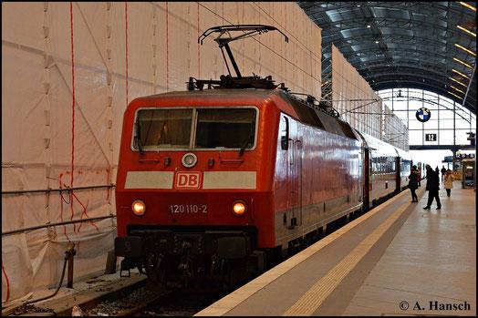 Am 31. Januar 2015 prägen Baumaßnahmen das Bild des Leipziger Hbf. 120 110-2 erreicht mit ihrem IC gerade die Bahnhofshalle