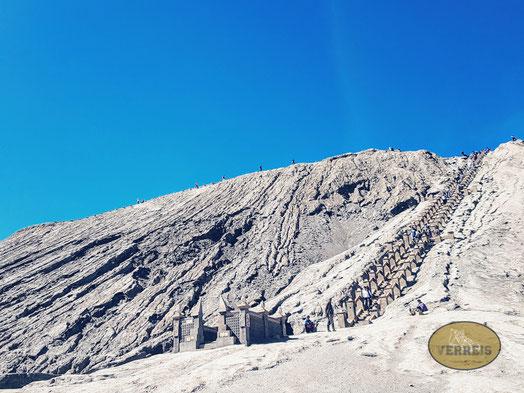 Treppe zum Vulkan