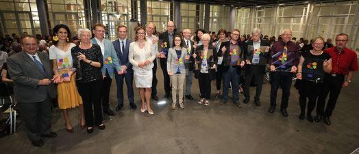 Alle Grupen mit ihren Siegeln, Foto F. Kraufmann