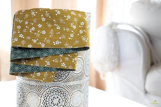 Den Doubleface-Stoff gibt es auch noch in diversen anderen Farben, unter anderem in der edlen gold/grün Kombi.