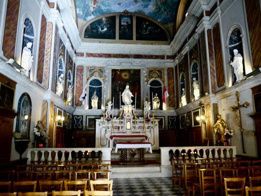 Die  Kapelle der  Fürsten Familie Grimaldi hier finden Hochzeiten statt und die Trauerfeiern  für Fürstin Grace und Fürst Rainier.