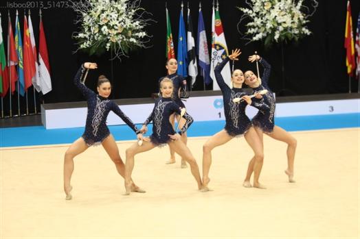 Julia Novak (Bild vorne, 2. von links)