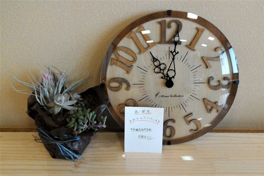 多肉植物と 掛け時計